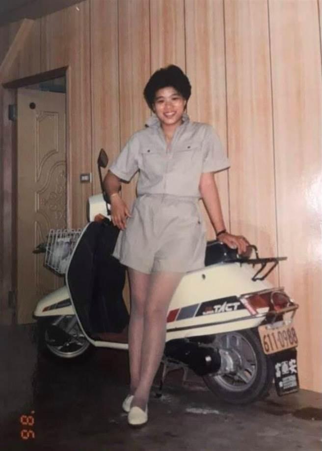 王美惠響應臉書「改變挑戰」,PO出21歲嫩照。(圖/摘自王美惠臉書)