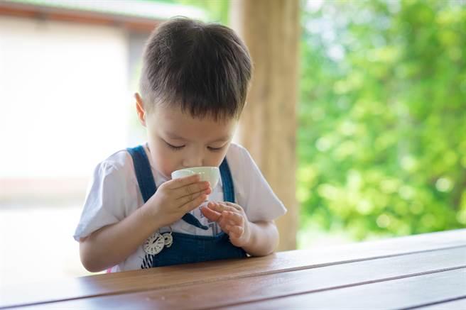 孩子在幼兒園吃水晶餃噎住導致腦缺氧,父母提告國賠,但法院判他們敗訴。(示意圖,達志影像/shutterstock)