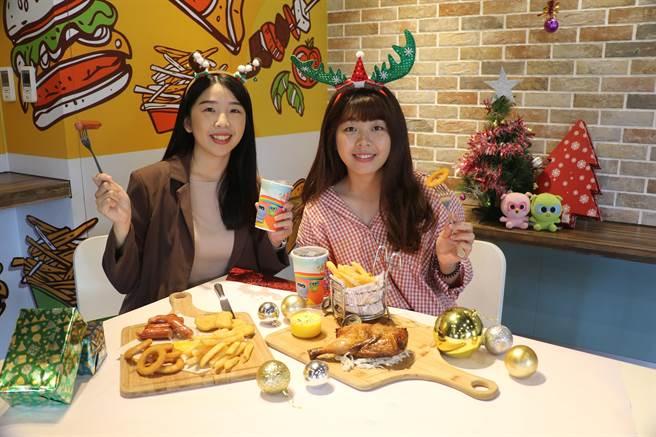 麗寶官網推出雙人樂園門票+烤雞聖誕餐套票只要1599元,12月3日正式開賣。(王文吉攝)