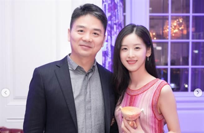 奶茶妹嫁大20歲的京東集團CEO劉強東,成大陸500富人榜最年輕女富豪。(圖/翻攝自IG)