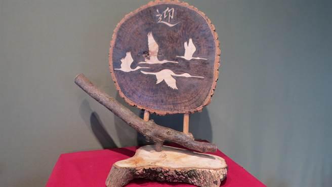 「2020黑面琵鷺保育季」系列活動「電燒烙畫黑面琵鷺創作展」29日開展。(劉秀芬攝)
