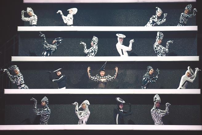 Jolin相隔7年重返高雄巨蛋,舞台华丽设计令歌迷惊喜。 (凌时差提供)