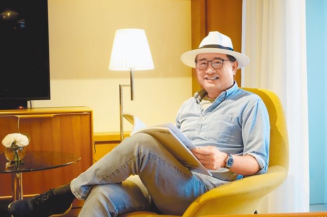 作家、建築學者、廣播節目主持人李清志,攝於誠品行旅1501人文套房。(黃采薇攝)