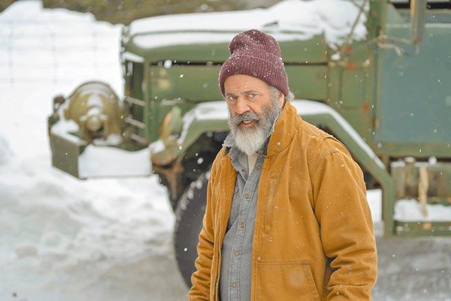 梅爾吉勃遜在片中變身地表最火爆耶誕老人。(采昌國際多媒體提供)