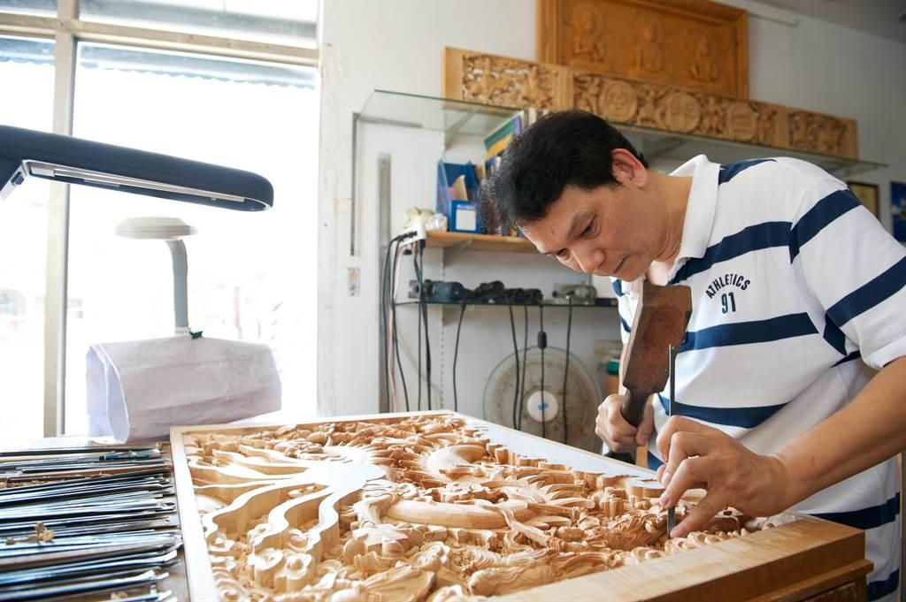 「傳統木雕」藝師蔡德太獲得人間國寶殊榮。(台南市文資處提供/李宜杰台南傳真)