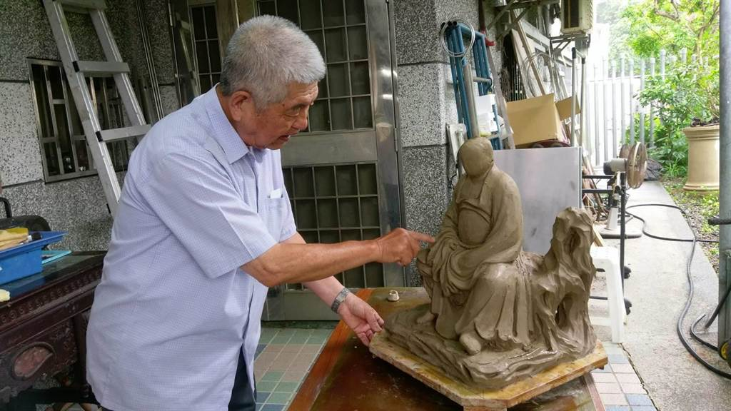 「泥塑」藝師杜牧河獲得人間國寶殊榮。(台南市文資處提供/李宜杰台南傳真)