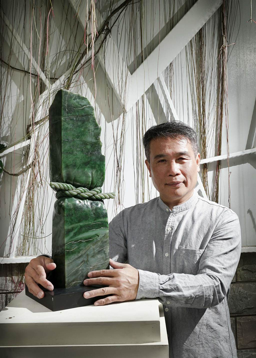 「玉雕」藝師黃福壽獲得人間國寶殊榮。(台南市文資處提供/李宜杰台南傳真)