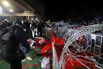 泰國抗議包圍基地 怒吼指揮權回歸陸軍