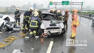 1-8月車禍死亡1975人4成高齡者 「路老師」宣講交通安全