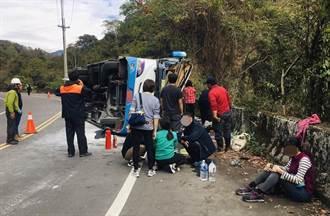 奧萬大巴士翻覆 疑高雄老中青3代家族旅遊