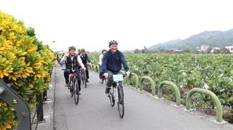 帶動經典小鎮觀光 林佳龍率隊騎乘體驗二水自行車道