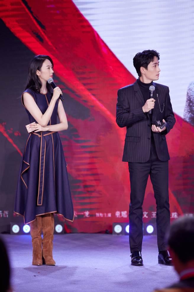 童瑶与电视剧《叛逆者》剧组一同亮相央视新剧记者会。(图/摘自微博@童瑶工作室)