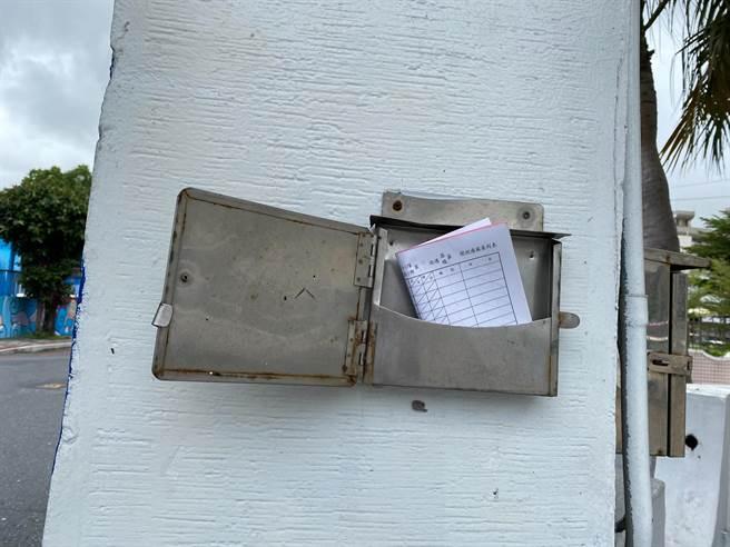 國民黨花蓮縣黨部有設置警方巡邏箱,但最新簽到表簽到記錄竟然只到10月份,警方表示,未來會再檢討改進。(羅亦晽攝)