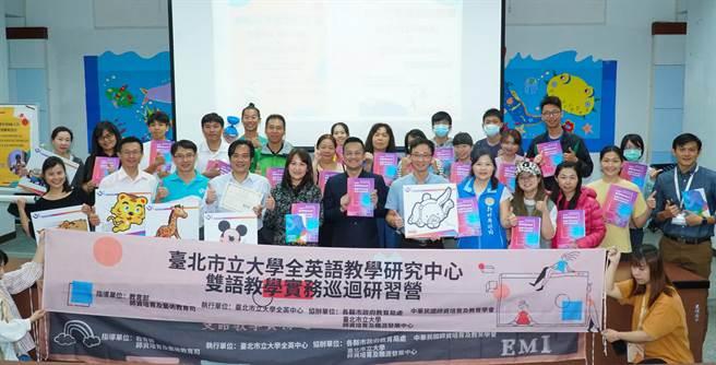 參加雙語教學實務研習營的20多老師,都認研習提供很好的英語增能機會。(新竹縣政府提供/羅浚濱新竹傳真)