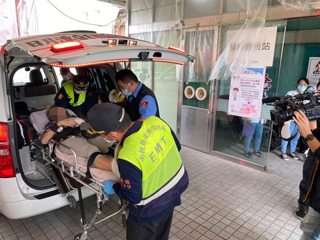 傷患陸續送抵醫院。(黃立杰/攝)