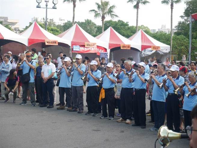 9大軒社去年動員近百支嗩吶和神將,以傳統農村的重金屬樂「轟炸」。(林口區公所提供/李俊淇新北傳真)