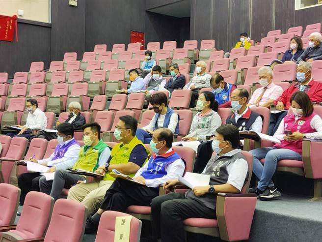 《台南市新設置畜牧場管理自治條例》草案在台南市議會舉行公聽會,吸引不少畜牧相關業者團體代表、學者專家及市議員參加。(洪榮志攝)
