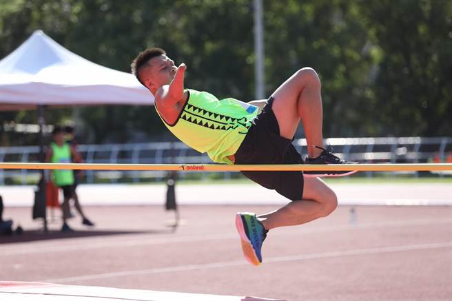 肢障男子組F46級田徑跳高,林佳延表現優異。(台中市府提供/盧金足台中傳真)