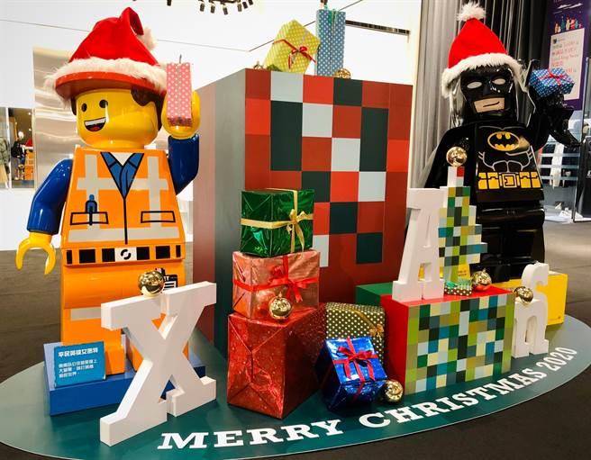 誠品生活信義店巨型蝙蝠俠人偶化身聖誕老人邀您打卡收藏。(圖/品牌提供)