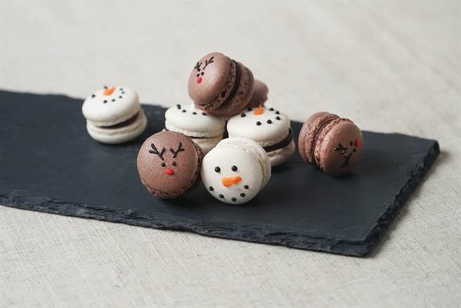 誠品生活松菸店「動手玩」聖誕烘焙課程,可以自己動手做聖誕樹餅乾、麋鹿馬卡龍還有小聖誕老人草莓派塔與蛋糕。(圖/品牌提供)