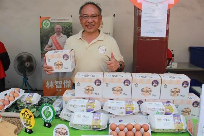 苗栗縣茂林畜牧場負責人林智傑,以創新理念提升雞蛋養殖場的環境和技術,獲選全國模範農民。(何冠嫻攝)
