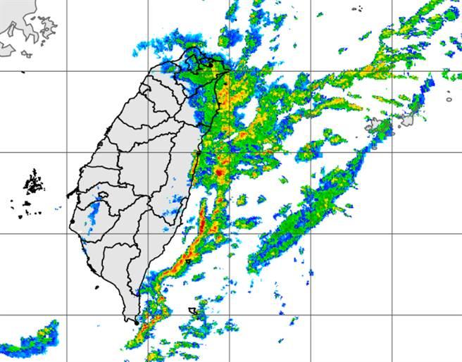 東北季風挾帶水氣,氣象局針對北、東兩地發布大雨特報。(中央氣象局提供)