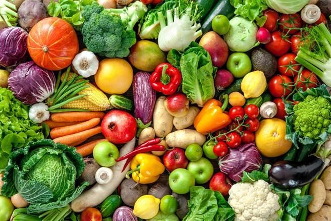 不只牛奶,蔬菜也是攝取鈣質的重要來源。(示意圖/Shutterstock)