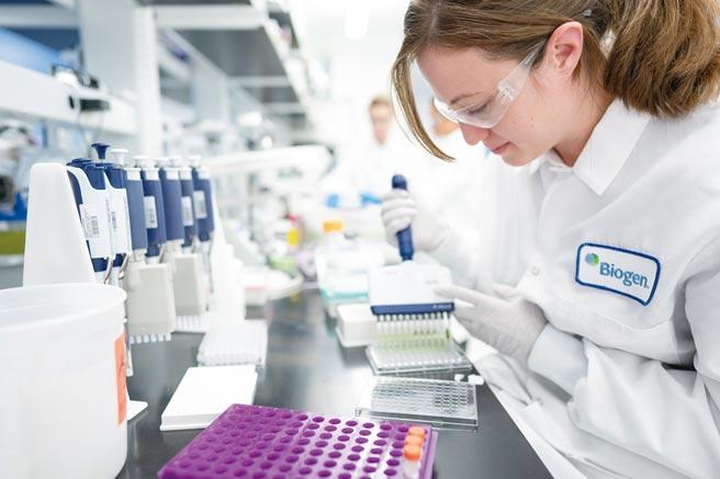 日前專家小組以懸殊票數作出結論:aducanumab的臨床實驗數據不足以顯示該藥物能發揮作用,aducanumab能否通過美國FDA審查出現重大變數。圖/美聯社