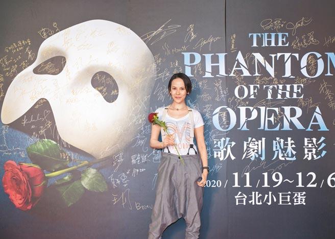 歌后楊乃文昨晚前往小巨蛋欣賞她最愛的音樂劇《歌劇魅影》。(寬宏藝術提供)