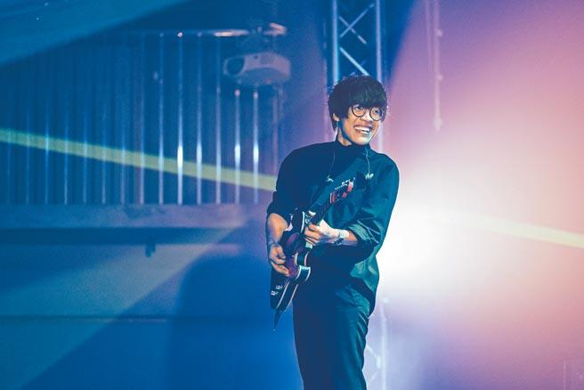 盧廣仲前晚在台中演唱會上首唱新歌〈明年〉。(添翼創越工作室提供)
