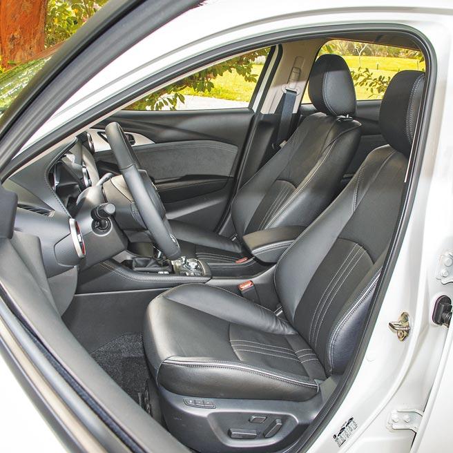 駕駛座具8向電動調整及電動腰靠調整功能。(陳大任攝)