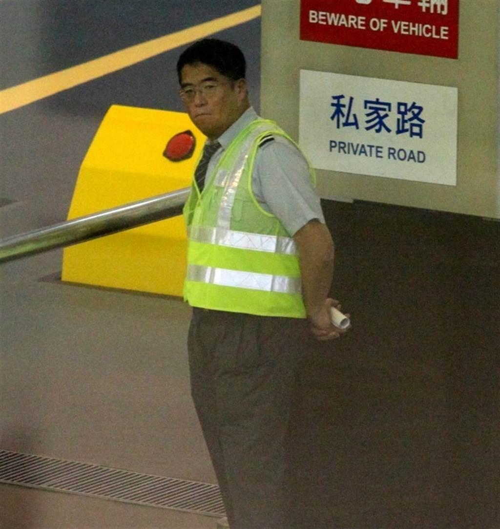李中寧2016年被曝悄悄返回香港當保全,工作敬業又認真。(取自東網)
