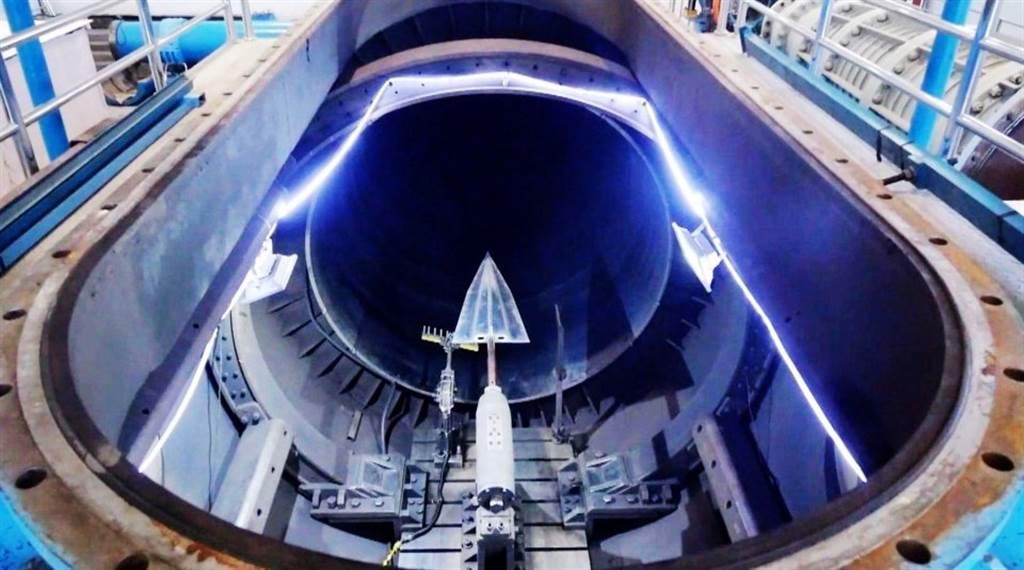 中方測試的高超音速飛行器原型。(央視)
