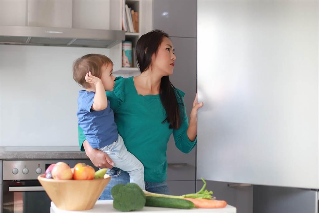 一名人妻抱怨自己婆婆掌控慾太強,只因時不時就塞食物要她帶回家。(達志影像/示意圖非當事人)