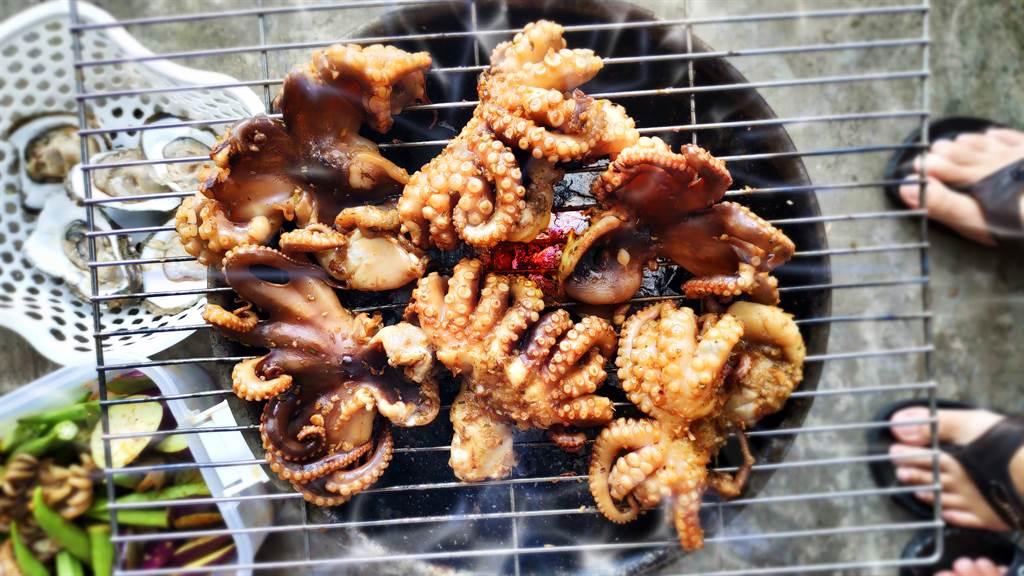 泰國燒烤攤販上竟有賣巨毒藍環章魚,毒性是眼鏡蛇的20倍,光是一隻就能殺死26人。(示意圖/達志影像)