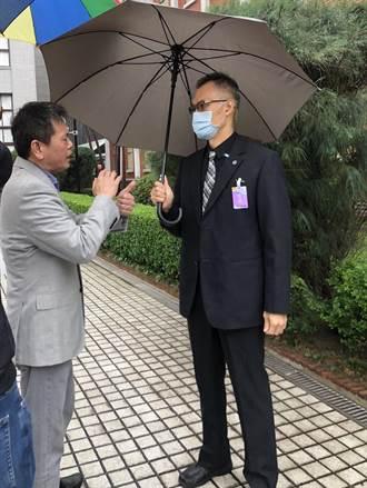 藍控黨團大會被警監控 徐國勇:只是在躲雨