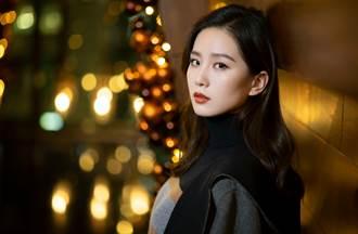 劉詩詩繽紛色調詮釋冬季穿搭 圍巾成時髦亮點