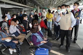 防疫工作比氣長 黃偉哲台南火車站宣導秋冬防疫