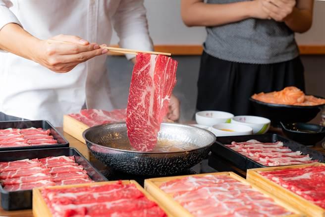 最近有網友發現,太多種類餐廳都主打和牛,似乎有氾濫的趨勢,引起網上熱議。(圖/Shutterstock)