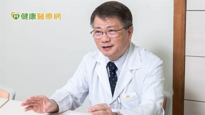 苏维钧主任呼吁,现今新冠肺炎疫情尚未缓解,加上流感季节来袭,民眾除施打流感疫苗外,也别忽略了一年四季都可能发生的百日咳高度传染病。(图/健康医疗网提供)