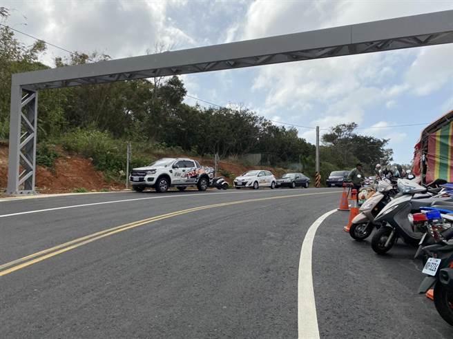 湖口交流道特定區高速公路連絡道路拓寬工程竣工後,原有道路自4到7米寬,增加至12米寬,使往來車流更順暢。(莊旻靜攝)