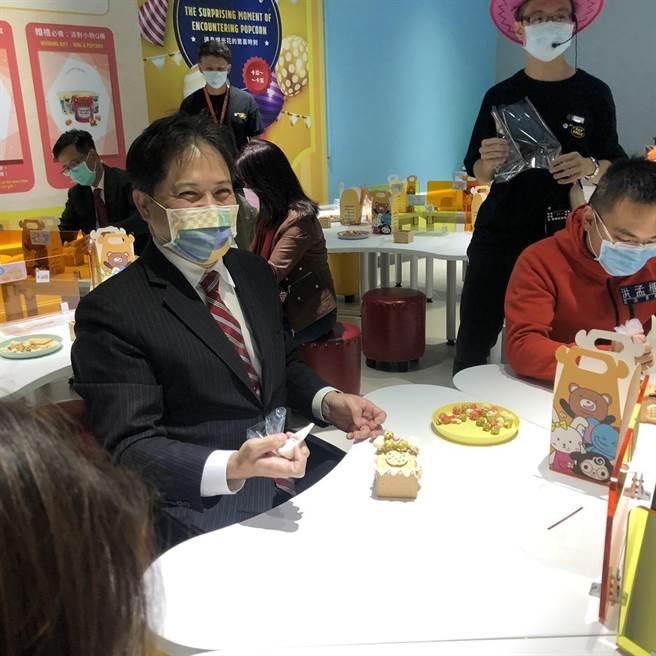 副市長吳明機到場體驗(戴上容攝)