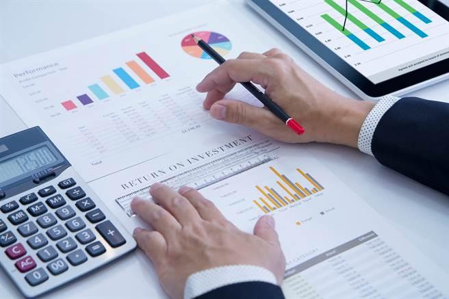 投資須依照自身能力來選擇標的與資金運用。(圖/達志影像)