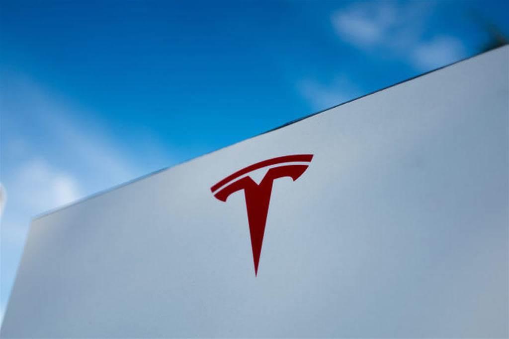 特斯拉打算併購其他車廠?馬斯克持開放態度,但保證不會發起敵意併購