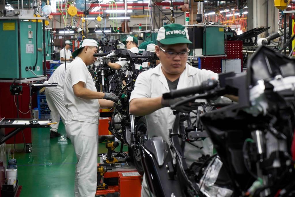 各車廠庫存急速下降,消費者已經很難在通路看到展示車,各廠都加緊趕工。