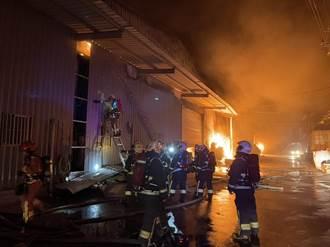 五股違章工廠半夜大火 火勢延燒隔壁3間廠房