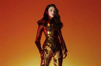 大陸第一美胸穿金盔甲辣當女戰士 超貼戰袍網看傻:身材太有料了