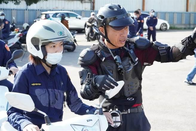訓練研習班,增加同仁正確的駕駛觀念及技巧。(警方提供)