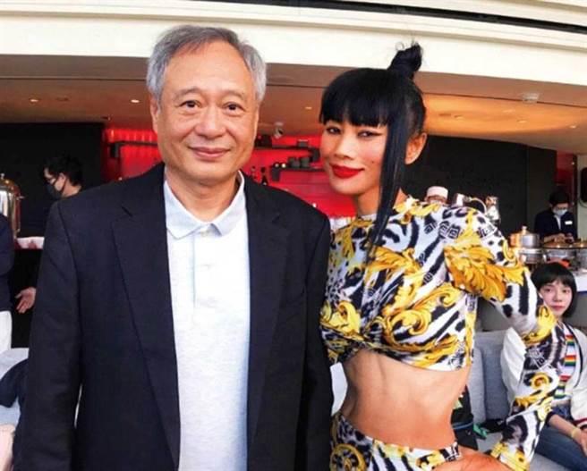 白靈曾免費替李安的電影《囍宴》配音,這次兩人再度碰面,她表示「要和李安把欠的一部戲約談回來」。(圖/翻攝自白靈IG)