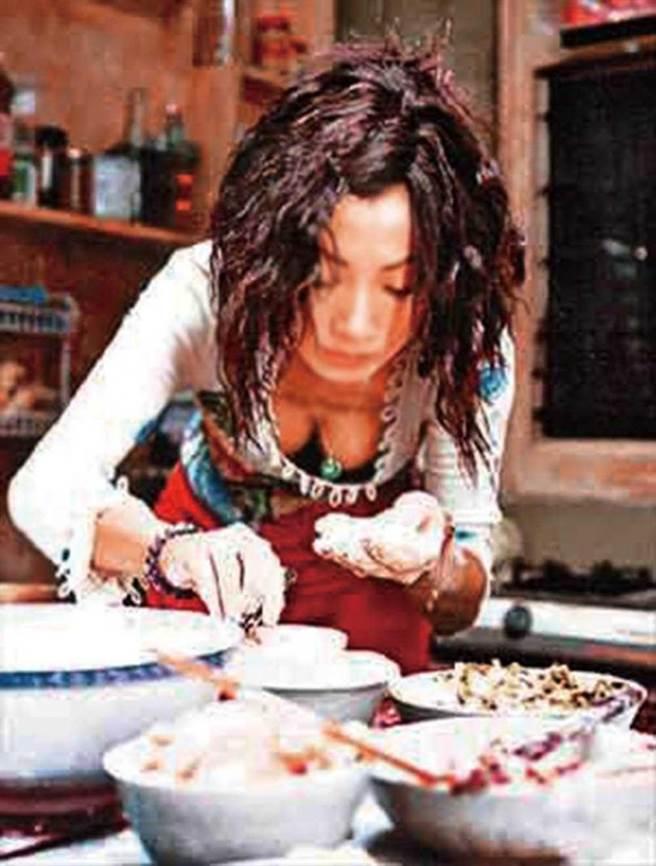 十六年前白靈憑恐怖片《三更2之餃子》抱走金馬獎最佳女配角,可惜未來台親自領獎。(圖/翻攝自網路)